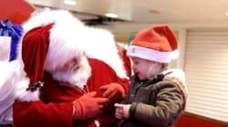 Non riesce a sentire, Babbo Natale le parla con il linguaggio dei