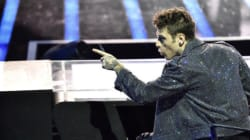 Fedez in playback alla Capannina. I fan lo attaccano, lui: