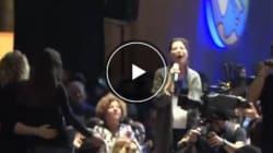 Alla Leopolda parte il karaoke e il pubblico canta