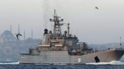 Navi russe costringono cargo turco a cambiare