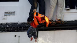 Bruxelles chiede all'Italia di prendere le impronte dei migranti con la