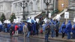 Manifestation devant l'hôtel de