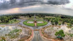 This Photographer Climbed To The Top Of India Gate To Get Some Spectacular Shots Of