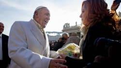 Papa Francesco compie 79 anni e piazza San Pietro gli fa gli auguri
