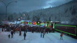 Il treno di Natale che fa felici i bambini e raccoglie donazioni per i