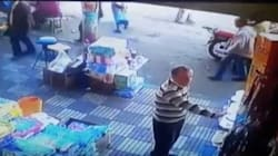 痴漢はアカン。女性のお尻をつねった男性を見ればわかる(動画)