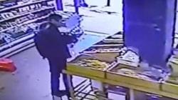 Une vidéo montrant le visage du tueur prise par une caméra de