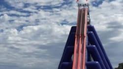 Voici le plus haut toboggan aquatique gonflable du