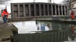 Scooters et Vélib', le fond du Canal Saint-Martin est plein de