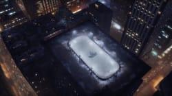 Pourquoi y a-t-il une patinoire sur un toit d'immeuble à