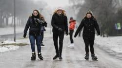 Patin à glace dans les rues aux