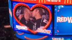 Les partisans apprécient la première «kiss cam» homosexuelle de la