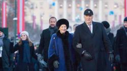 王妃が王宮前でスキー 国民との距離が近いノルウェー王室の魅力とは?