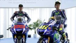 La pace armata tra Rossi e Lorenzo: si stringono la mano senza