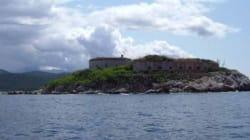 L'ex isola lager di Mussolini diventa un resort