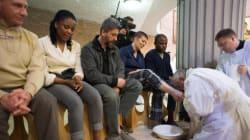 Papa Francesco ammette le donne alla lavanda dei piedi del Giovedì