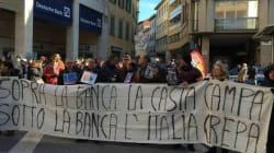 M5s in piazza ad Arezzo con i risparmiatori di Banca