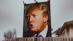 Un selfie avec Trump? Un fan aide les passants avec une photo