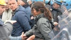 La poliziotta di Genova stringe la mano dei manifestanti e trasforma la protesta in un