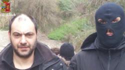Mitra, pistole e vino: arrestati due latitanti nascosti nel covo della
