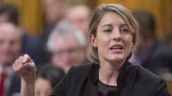 Radio-Canada doit respecter les deux langues officielles, dit Mélanie