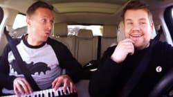 Chris Martin chante dans la voiture de James