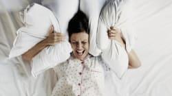 Rolando na cama para dormir? 11 dicas que você precisa para parar de
