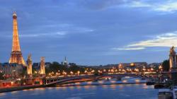 Parigi reinventa se stessa per superare la crisi e il