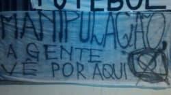 Torcida corintiana faz novo protesto contra Globo, CBF e deputado do