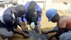 Recycler du plastique pour paver les rues du Cameroun, le pari fou de l'ex-footballeur Roger