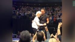 Bruce Springsteen danse avec une fan de 91
