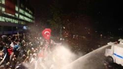 Erdogan ordina gas lacrimogeni e polizia contro lettori e