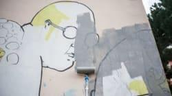 Blu cancella i suoi graffiti in sfregio al