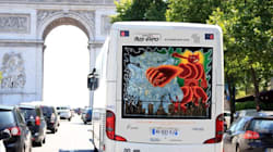 De l'art sur des bus à la place des