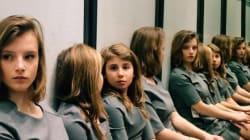 鏡に映った女の子、実際は何人なの?