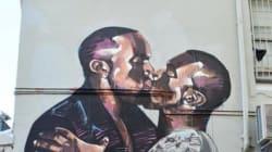 Kanye West s'embrasse et se palpe les fesses sur une