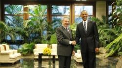 La poignée de main entre Castro et Obama à La