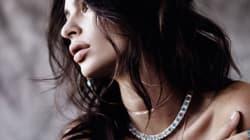 Emily Ratajkowski sait mettre les bijoux en