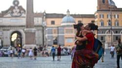 L'amore è ancora la lingua universale e questi baci dal mondo lo