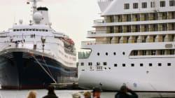 Une touriste tente de rattraper son navire de croisière à la