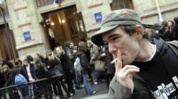 Concilier état d'urgence et droits des fumeurs, le casse-tête pour les