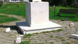 Ostia, danneggiato il monumento a Pasolini. Insulti e lastre