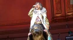Chanter Life on Mars monté sur Chewbacca au Carnegie Hall. Ça, c'est