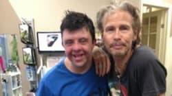 Il cantante degli Aerosmith regala un'esperienza indimenticabile al suo fan