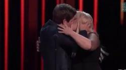 Pour fêter le prix du meilleur baiser de cinéma, ils s'embrassent
