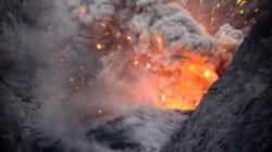 Lapilli di fuoco e lava ripresi dall'interno del vulcano: l'eruzione come non l'avete mai