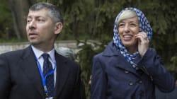 La ministra Giannini con l'hijab visita il museo archeologico di