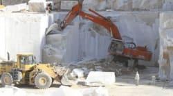 Carrara, crollo in una cava: operai sotto i