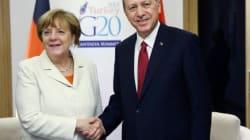 Merkel autorizza il processo per il comico
