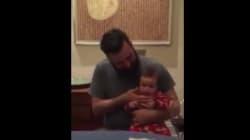 Un père initie sa fille au beatbox